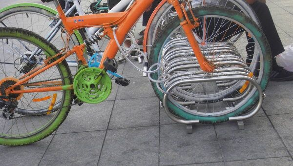 Велопарковка около ТЦ Европейский