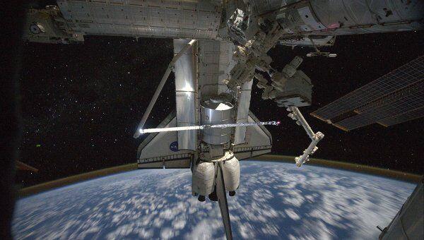 Стыковка шаттла Атлантис к Международной космической станции (МКС)