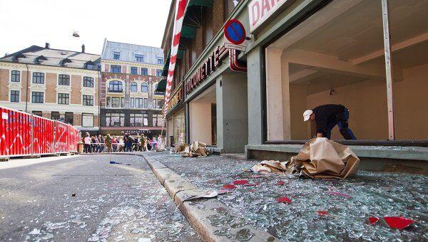 Осколки стекла на улицах Осло после взрыва в пятницу
