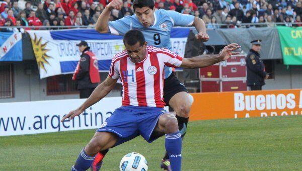 Игровой момент матча Уругвай - Парагвай