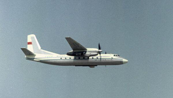 Пассажирский самолет Ан-24. Архив