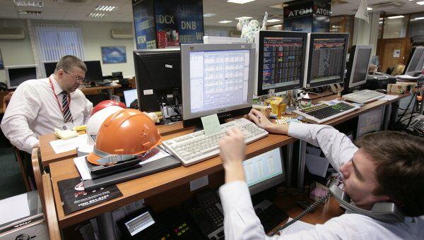 Рынок акций РФ после утреннего снижения пытается восстановиться