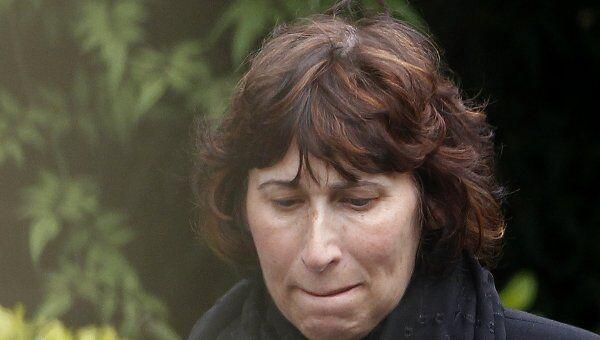 Дженис Уайнхауз на похоронах дочери Эми Уайнхауз