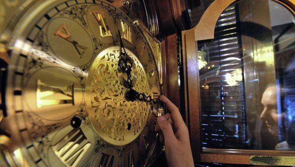 Перевод часов в связи с переходом на зимнее время