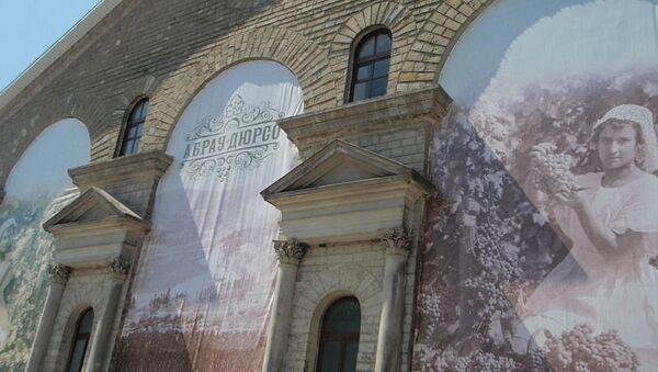 Главное здание винного завода «Абрау-Дюрсо». Архивное фото