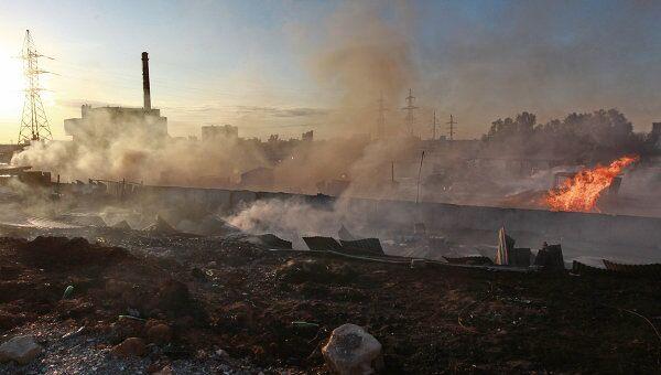 Последствия пожара на складе в Южном округе Москвы