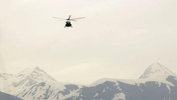 Вертолет МИ-171 на фоне Кавказских гор