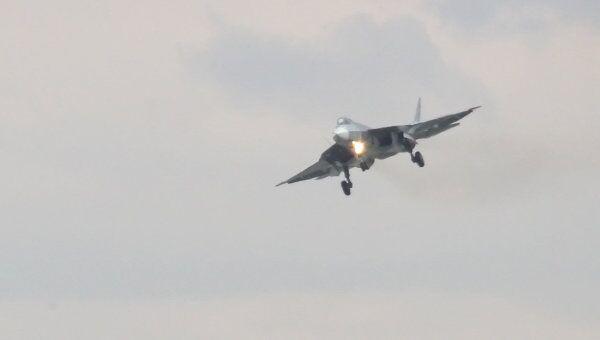 Полет истребителя пятого поколения Т-50. Архив