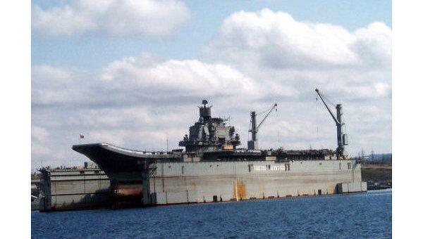 Каждый дальний поход тяжелого авианесущего крейсера «Адмирал Кузнецов» становится поводом для очередного раунда споров о будущем авианосцев и палубной авиации в составе ВМФ России