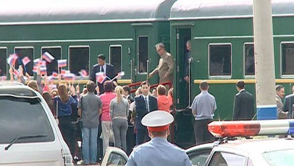 Ким Чен Ир приехал в Россию на бронированном поезде и с личным Мерседесом