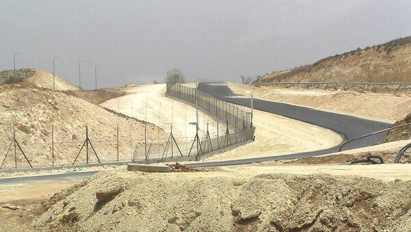 Разделительный барьер, который отделяет Израиль от Западного берега реки Иордан. Архивное фото
