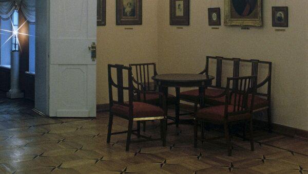 Интерьер гостиной комнаты. Музей Мемориальная квартира А.С. Пушкина на Арбате. Архивное фото