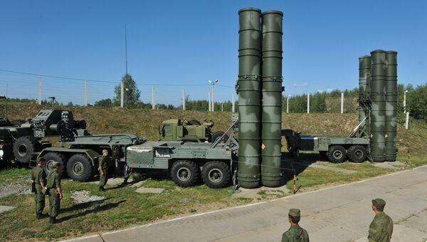 С-400 Триумф охраняет воздушные рубежи Москвы. Архивное фото