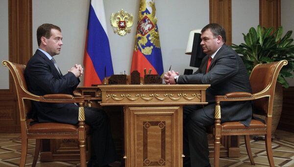 Президент РФ Д.Медведев встретился с главой Минобороны РФ А.Сердюковым. Архив