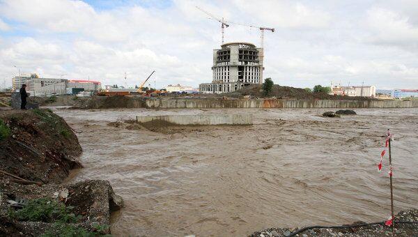 В Грозном из-за проливных дождей вышла из берегов река Сунжа