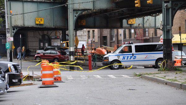 Последствия урагана Айрин в Нью-Йорке. Восстановительные работы возле метро на станции Дайкман.