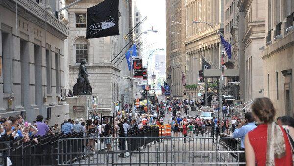 Здание Нью-Йоркской фондовой биржи и Уолл-стрит после урагана Айрин