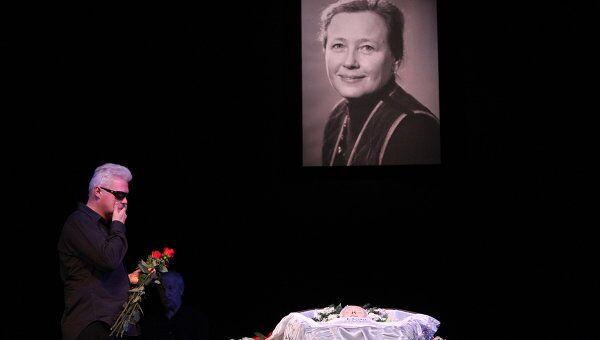 Прощание с народной артисткой России Ией Саввиной в Москве