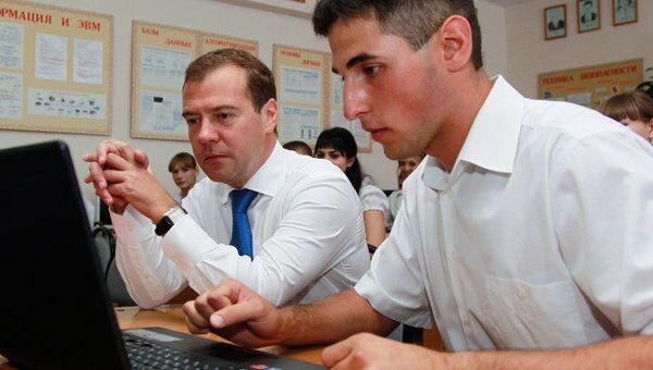 Школьник показал Медведеву проект на миллион евро и получил совет идти в ФСБ