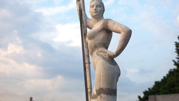 Скульптура Девушка с веслом возвращена в Парк Горького