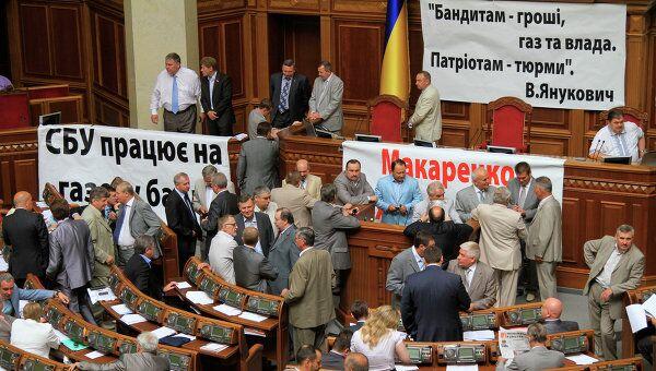 Депутаты БЮТ заблокировали президиум перед заседанием Рады