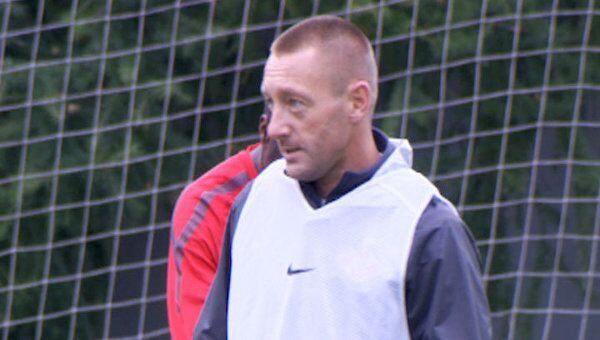 Футболист Спартака Тихонов тренируется перед своей прощальной игрой