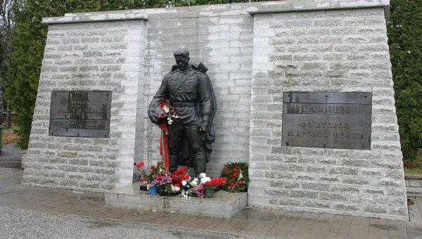 Монумент Воину-освободителю Бронзовый солдат. Архив