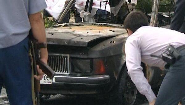 Служебный автомобиль замглавы УФСИН по Дагестану сгорел после обстрела