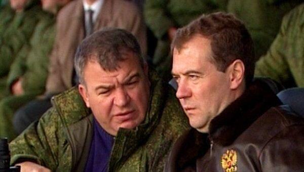 Медведеву показали авианалет и высадку десанта на учениях Центр-2011