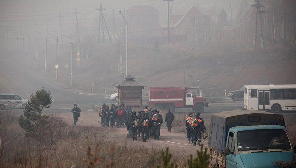 Лагерь МЧС на месте пожаров в лесной зоне в черте города Братска.