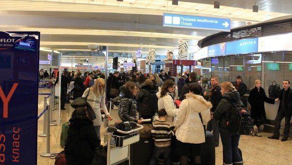 Пассажиры в аэропорту Шереметьево