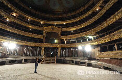 Возобновлены реставрационные работы внутренних помещений Большого театра в Москве