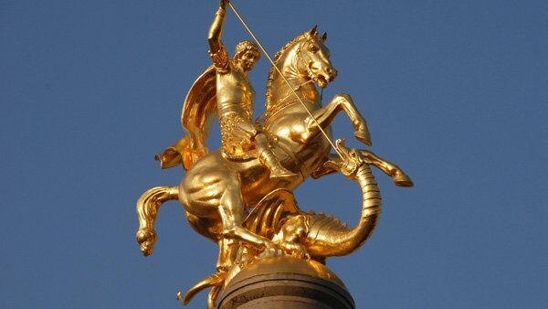 Памятник Георгию Победоносцу в Грузии