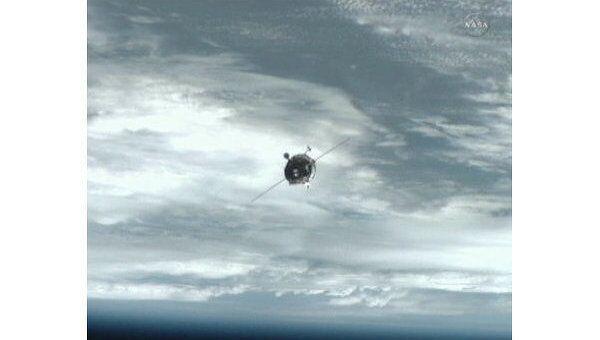 Космический грузовик Прогресс, приближающийся к МКС