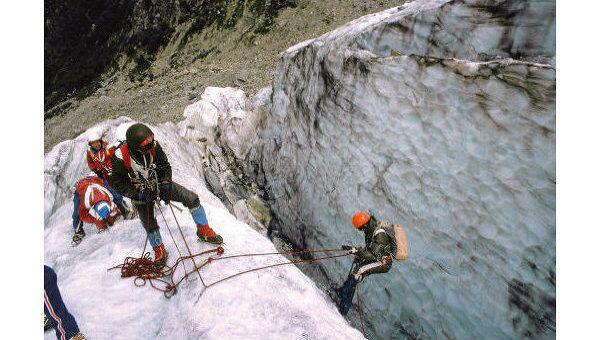 Альпинисты на тренировке в Приэльбрусье. Архив
