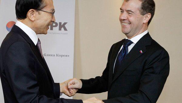 Президент РФ Дмитрий Медведев и президент Южной Кореи Ли Мен Бак на заседании форума Диалог Россия - Республика Корея