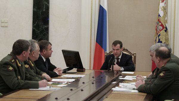 Президент РФ Д.Медведев провел совещание с руководством Минобороны