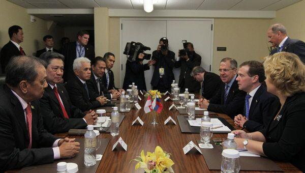 Президент РФ Д.Медведев встретился в рамках саммита АТЭС с президентом Индонезии С.Б.Юдойоно