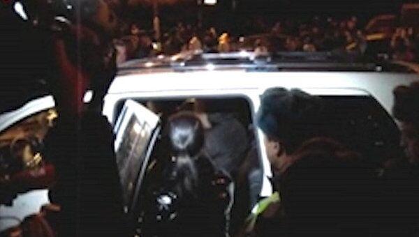 Десятки москвичей не давали уехать машине с женщиной, сбившей двоих человек