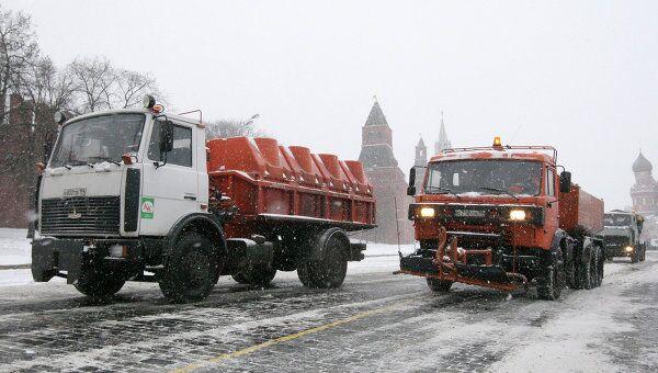 Снегоуборочная техника на Кремлевской набережной