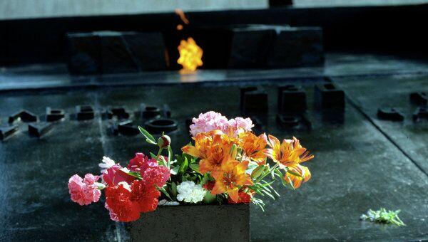 Мемориальная плита и Вечный огонь