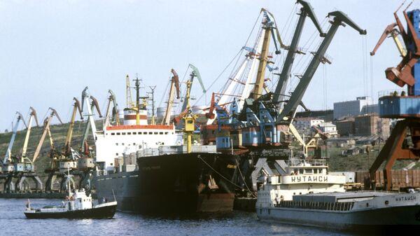 Причал морского порта Большой порт Санкт-Петербург. Архив