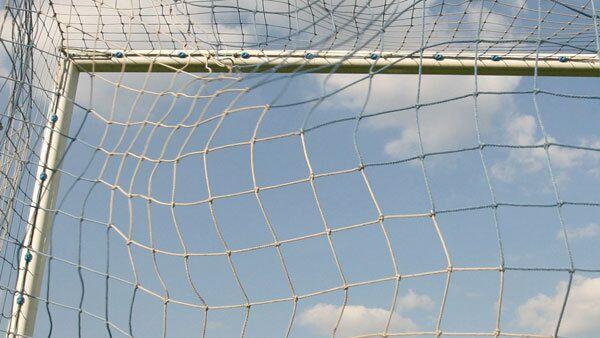 В Татарстане на школьницу упали футбольные ворота