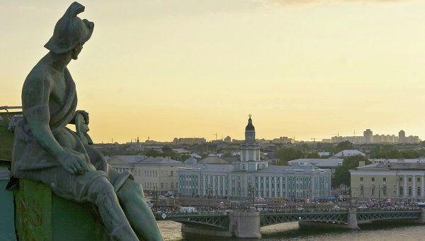 Вид на Кунсткамеру с крыши Эрмитажа в Санкт-Петербурге. Архивное фото