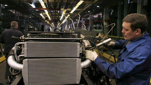 Установка радиатора на автомобиль на заводе им.И.А.Лихачёва.