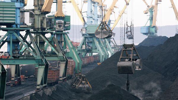 Торговый грузовой порт в Мурманске. Архивное фото