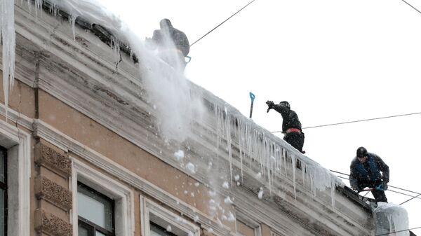 Уборка снега на улицах