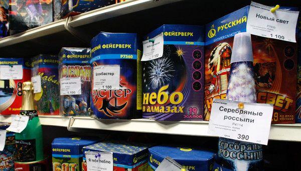 Лужков поручил не допускать торговлю пиротехникой с рук в новогодние праздники