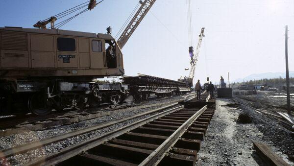 На строительстве железной дороги. Архивное фото