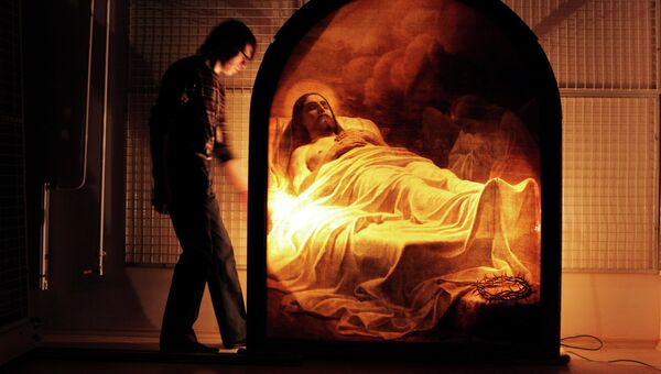 Демонстрация картины Карла Брюллова Христос во гробе в Русском музее